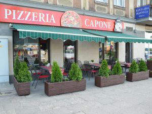 """Pizzeria """"Capone"""""""